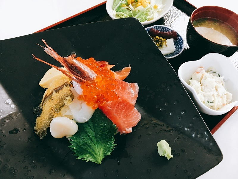 https://shop.gyorankobo.jp/wp-content/uploads/2020/08/海鮮丼.jpg